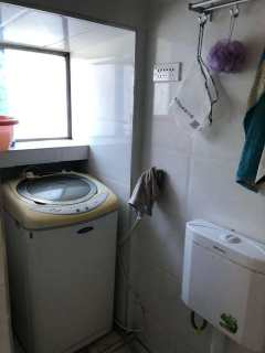 下樓就是四中《解放路瑤草社區3樓》帶全套家具家電好房便宜出租