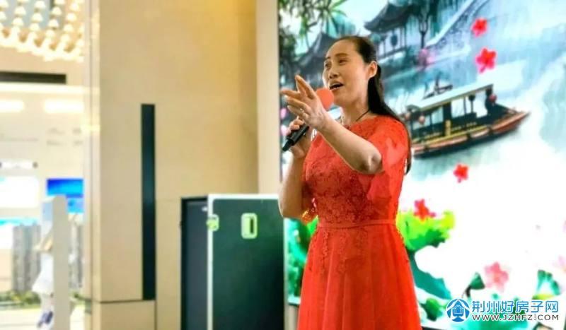 第三名:徐萍  曲目:《再唱洪湖水》