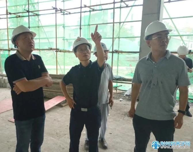 胡新成带队调研张居正小学校园改扩建项目进展