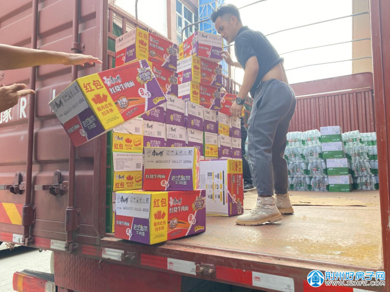 荆州中农联将救灾物资送往灾区