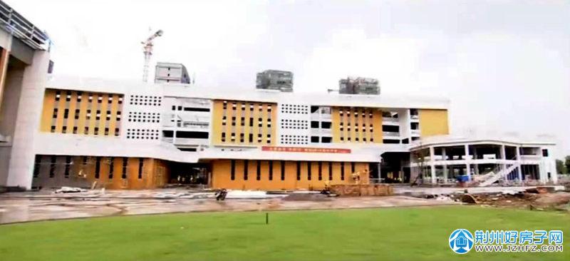 建设中的开发区第一小学