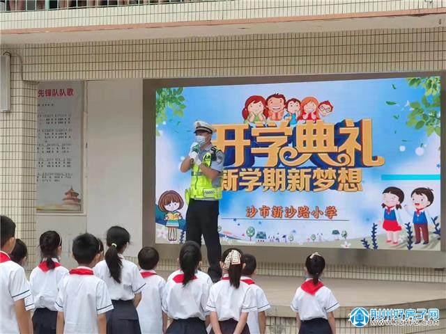 荆州中心城区47个护学岗200名警力护航开学季