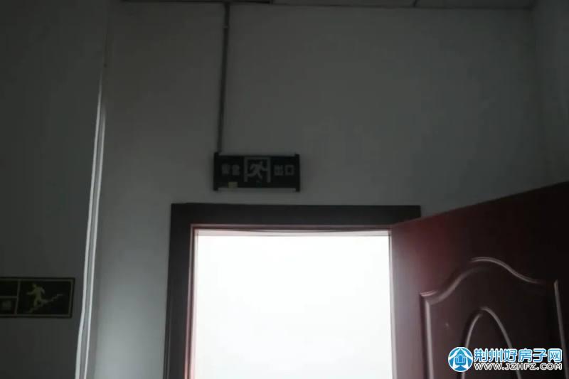 江陵县思睿教育安全出口
