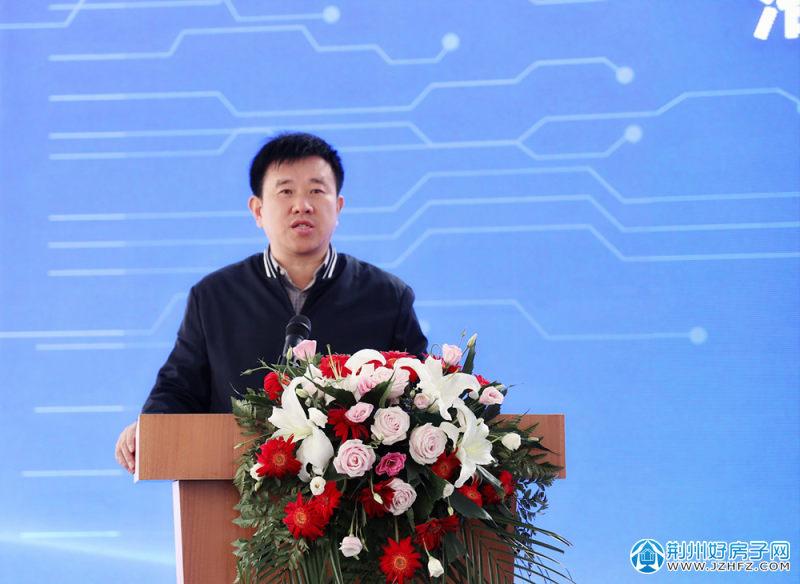荆州市住建局党组成员、副局长李未